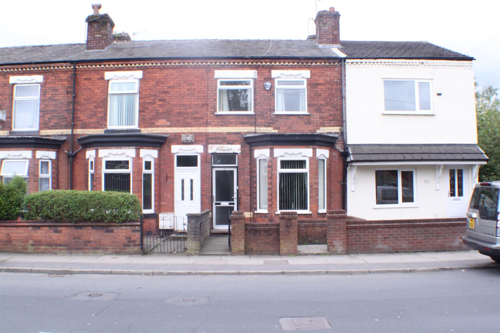 3 Bedrooms Property for sale in Worsley Road, Eccles, Manchester